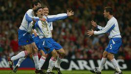 19 ноября 2003 года. Кардифф. Уэльс - Россия - 0:1. Радость Вадима ЕВСЕЕВА после гола.
