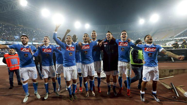 """Понедельник. Неаполь. """"Наполи"""" - """"Интер"""" - 2:1. Футболисты """"Наполи"""" празднуют победу над миланским клубом."""