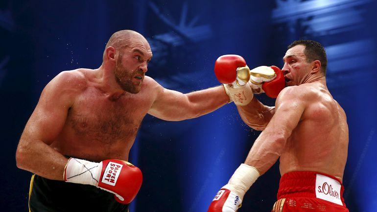 28 ноября. Дюссельдорф. Тайсон ФЬЮРИ (слева) побеждает Владимира КЛИЧКО. Фото Reuters