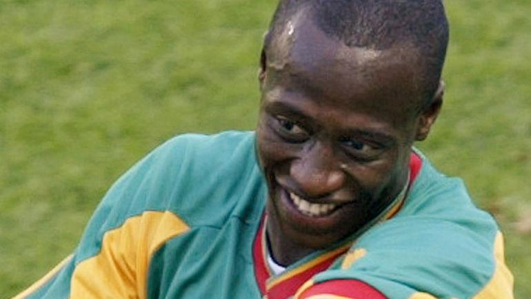 11 июня 2002 года. Сувон. Сенегал - Уругвай - 3:3. Полузащитник африканской сборной Калилу ФАДИГА празднует реализованный им пенальти в ворота южноамериканцев. Фото REUTERS