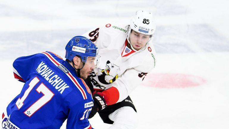 В последних семи матчах капитан СКА нападающий Илья КОВАЛЬЧУК (17) набрал 13 (5+8) очков. Фото ХК СКА