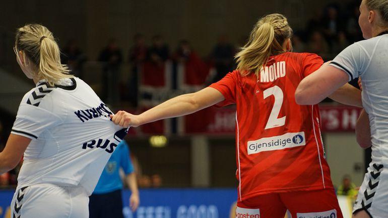 Полина КУЗНЕЦОВА (слева) и компания: есть победа над олимпийскими чемпионками. Фото IHF