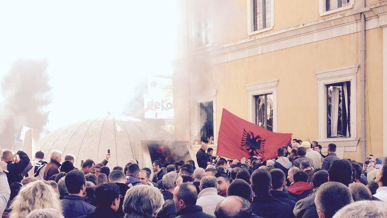 """Сегодня. Тирана. Беспорядки в албанской столице. Фото """"СЭ"""""""