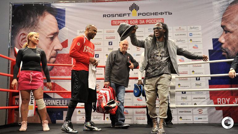 Сегодня. Москва. На открытой тренировке Роя Джонса-младшего и Энцо Маккаринелли.