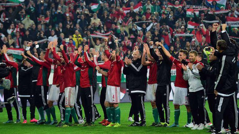 15 ноября. Игроки и тренеры сборной Венгрии празднуют победу над Норвегией в стыковых матчах и выход в финальную стадию Euro-2016. Фото AFP