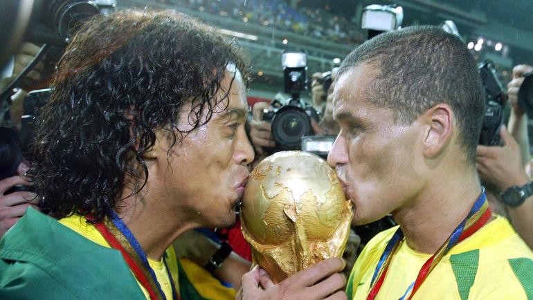 30 июня 2002 года. Иокогама. Бразилия - Германия - 2:0. РОНАЛДИНЬЮ и РИВАЛДО - чемпионы мира. Фото REUTERS