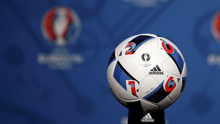 """Официальный мяч Euro - """"Красивая игра"""". Фото REUTERS"""