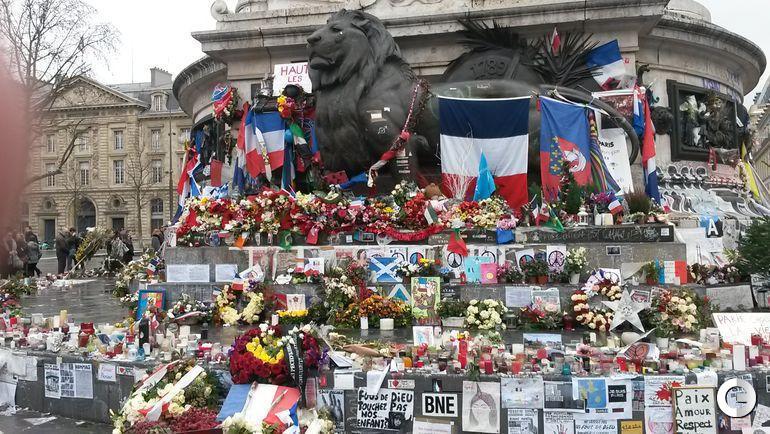 Суббота. Париж. Площадь Республики.