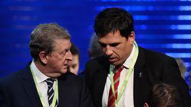 Главный тренерсборной Англии Рой ХОДЖСОН и его коллега из Уэльса Крис КОУЛМАН.