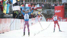 Сегодня. Хохфильцен. Победный финиш Антона ШИПУЛИНА (слева), который опережает норвежца Эмиля Хегле СВЕНДСЕНА.