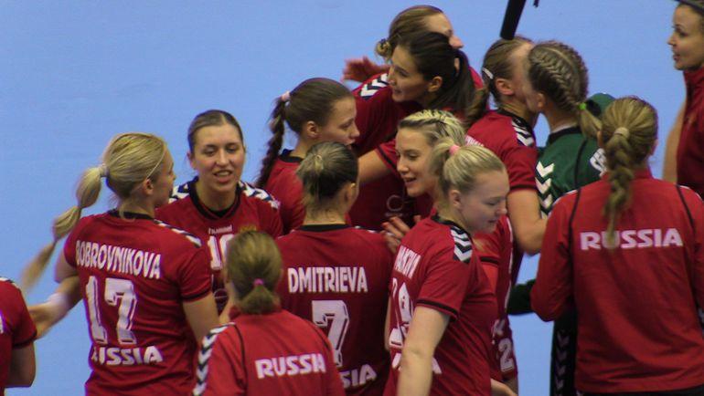 Россиянки выиграли все пять матчей группового турнира ЧМ. Фото rushandball.ru