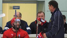 В последний раз Олег ЗНАРОК (справа) и Александр РАДУЛОВ встречались в ноябре прошлого года, когда сборная готовилась к Кубку
