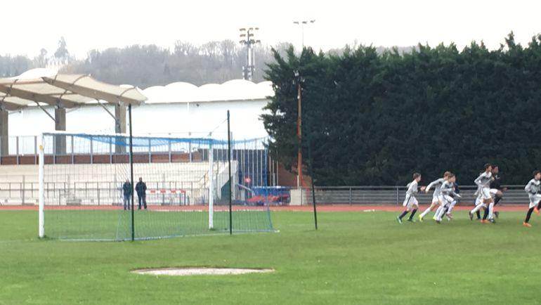 """Стадион Parc omnisports de Croiss-sur-Seine. Фото Дмитрий СИМОНОВ, """"СЭ"""""""