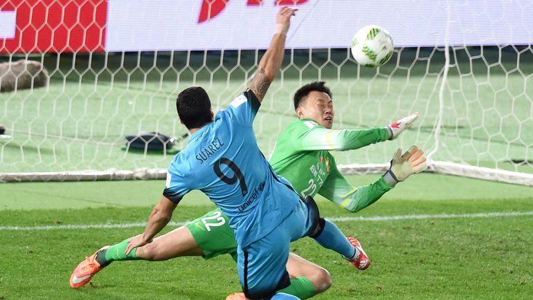 """Четверг. Йокогама. """"Барселона"""" - """"Гуанчжоу"""" - 3:0. 39-я минута. Луис СУАРЕС открывает счет в матче. Фото REUTERS"""