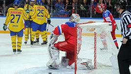 Четверг. Москва. Россия - Швеция - 1:4. 27-я минута. После шайбы Андре Петерссона российская сборная так и не сумела наладить свою игру.