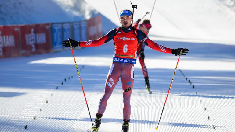 Сегодня. Поклюка. Антон ШИПУЛИН финиширует третьим в гонке преследования. Фото AFP