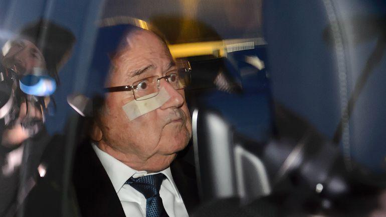 Понедельник. Цюрих. Йозеф БЛАТТЕР перед специальной пресс-конференцией. Фото AFP
