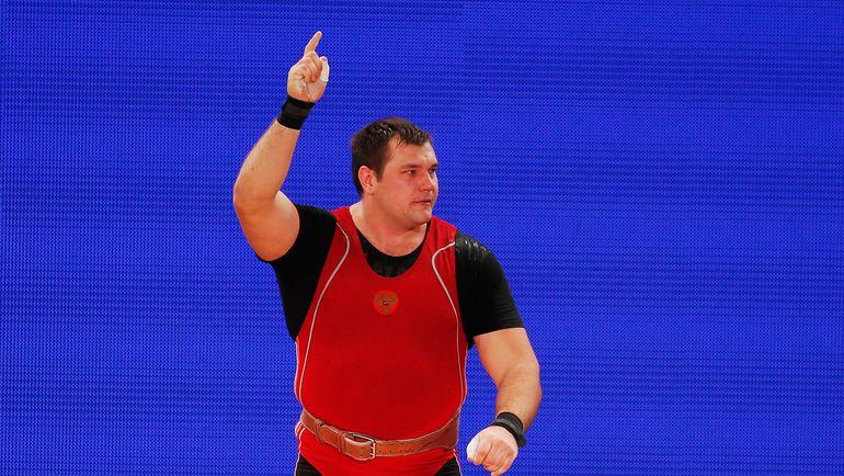 28 ноября. Хьюстон. Алексей ЛОВЧЕВ празднует победу на чемпионате мира. Фото AFP