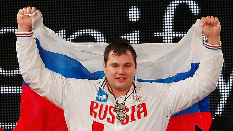 28 ноября. Хьюстон. Алексей ЛОВЧЕВ на подиуме. Фото AFP
