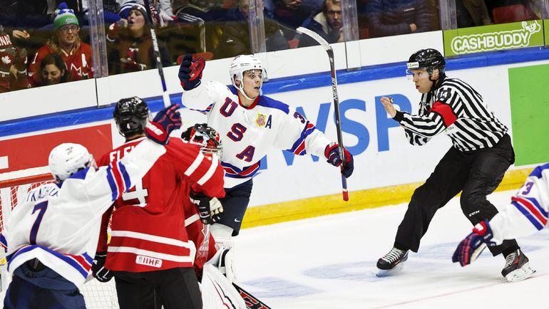 """Суббота. Хельсинки. США - Канада - 4:2. Остон МЭТТЬЮС празднует гол в ворота """"кленовых"""". Фото REUTERS"""