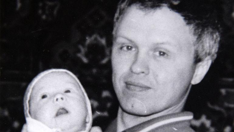 Александр КУЛИЖНИКОВ с новорожденным Павлом 21 год назад.