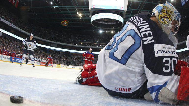Сегодня. Хельсинки. Россия - Финляндия - 6:4. Только что в ворота финнов влетела пятая шайба. Фото AFP