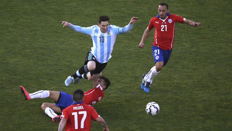 Чили оставили Лионеля МЕССИ без Кубка Америки и поездки в Россию на Кубок конфедераций. Фото Reuters