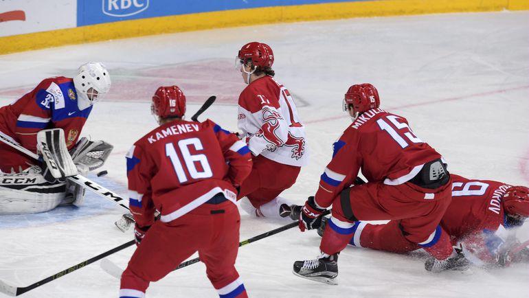 Суббота. Хельсинки. Россия - Дания - 4:3 ОТ. Александр ГЕОРГИЕВ спасает ворота. Фото AFP