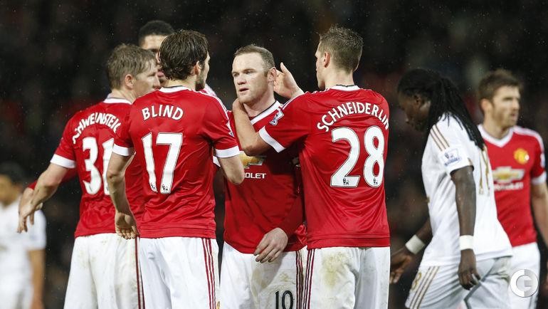 "Суббота. Манчестер. ""Манчестер Юнайтед"" – ""Суонси"" – 2:1. ИГроки ""МЭ"" поздравляют Уэйна РУНИ с забитым голом."