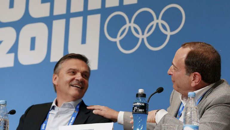 Рене ФАЗЕЛЬ и комиссар НХЛ Гэри БЭТТМЕН в олимпийском Сочи. Фото REUTERS