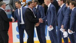 Вторник. Хельсинки. Россия - Финляндия - 3:4 ОТ. Валерий БРАГИН поздравляет тренерский штаб чемпионов.