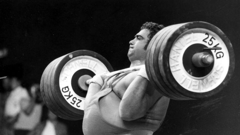 1972 год. Мюнхен. На помосте олимпийский чемпион Василий АЛЕКСЕЕВ. Фото Фотохроника ТАСС