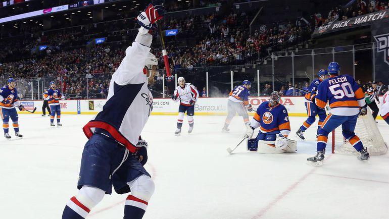"Четверг. Нью-Йорк. ""Айлендерс"" – ""Вашингтон"" – 1:4. Александр ОВЕЧКИН празднует забитый гол. Фото AFP"