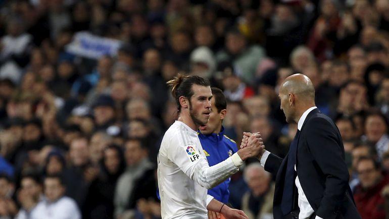 "Суббота. Мадрид. ""Реал"" - ""Депортиво"" - 5:0. Гарет БЭЙЛ (слева) и Зинедин ЗИДАН."