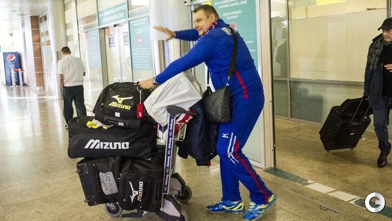 Сегодня. Шереметьево. Сборная России по волейболу вернулась в Москву.Владимир АЛЕКНО.