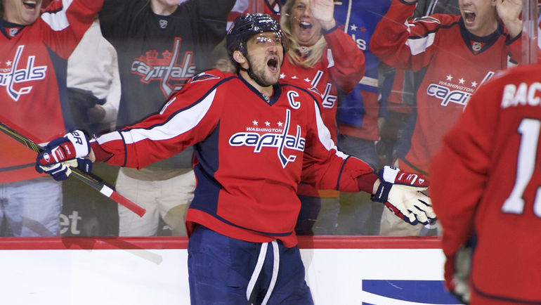 "Вчера. Вашингтон. ""Вашингтон"" - ""Оттава"" - 7:1. Капитан ""Кэпиталз"" Александр ОВЕЧКИН празднует юбилейную шайбу в НХЛ. Фото REUTERS"