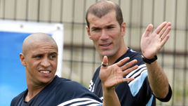 Роберто КАРЛОС (слева) и Зинедин ЗИДАН в ближайшее время могут вновь встретиться в мадридском