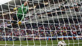 27 июля 2010 года. Блумфонтейн. Чемпионат мира. 1/8 финала. Англия - Германия - 1:4. Незасчитанный гол Фрэнка Лэмпарда в ворота немцев, после которого многие заговорили о необходимости введения видеоповторов в футболе.