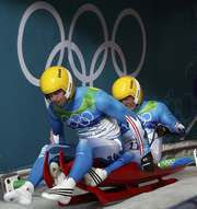 Старт Андреаса (слева) и Вольфганга ЛИНГЕРОВ. Фото REUTERS Фото «СЭ»