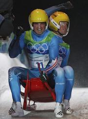 Андреас (слева) и Вольфганг ЛИНГЕРЫ стали двукратными олимпийскими чемпионами. Фото REUTERS Фото «СЭ»