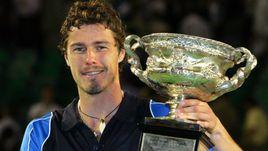 30 января 2005 года. Мельбурн. Марат САФИН с кубком победителя Australian Open.