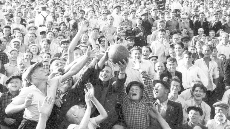 1946 год. Болельщики.