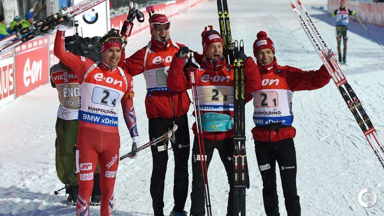 Пятница. Рупольдинг. Оле Эйнар БЬОРНДАЛЕН, Йоханнес БЕ, Тарьей БЕ и Эмиль Хегле СВЕНДСЕН празднуют победу в эстафете.