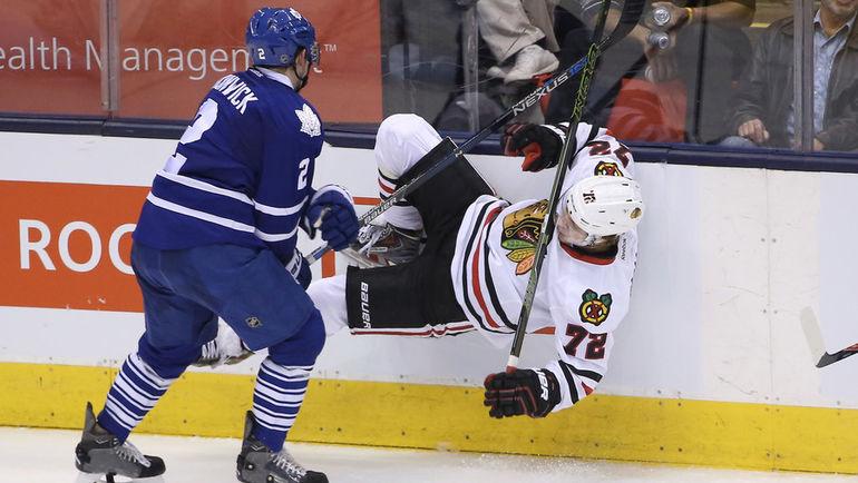 Благодаря яркому дебюту в НХЛ российский нападающий Артемий ПАНАРИН (№ 72) превратился в одну из главных мишеней для самых жестких защитников лиги. Фото REUTERS