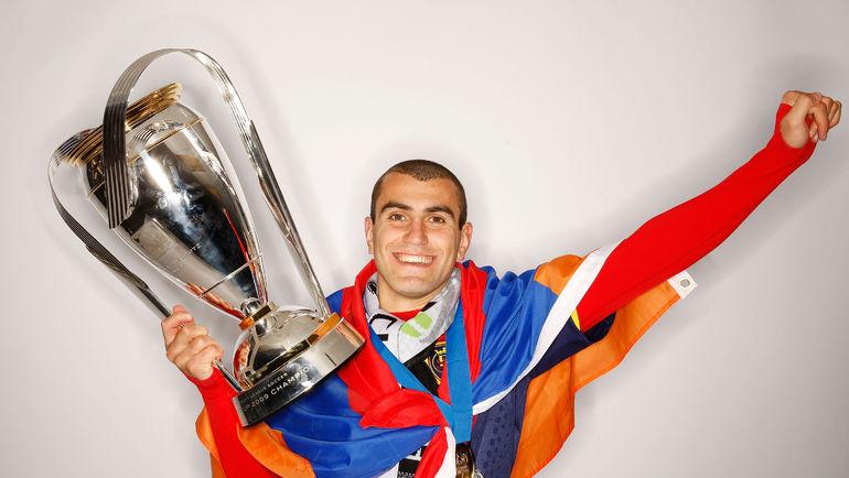 22 ноября 2009 года. Сиэтл. Юра МОВСИСЯН - чемпион MLS. Фото AFP