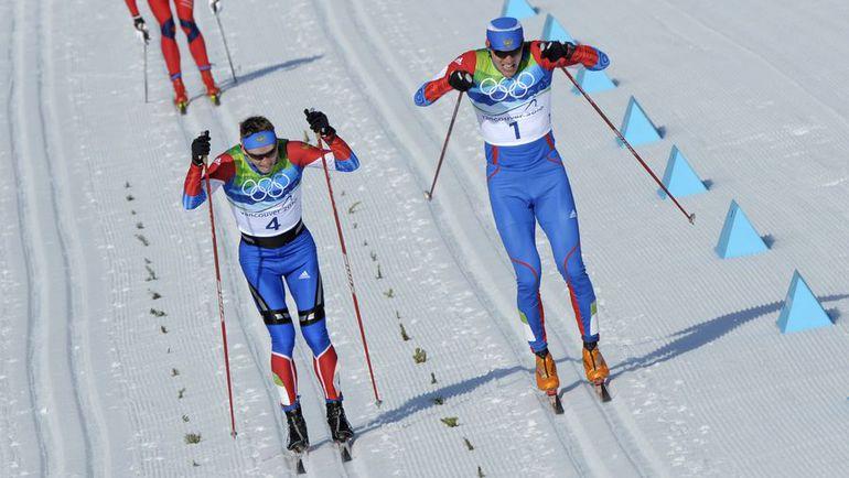 Дабл-полинг Никиты КРЮКОВА (слева) и Александра ПАНЖИНСКОГО в финале индивидуального спринта на Олимпиаде-2010 в Ванкувере. Фото AFP