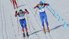Дабл-полинг Никиты КРЮКОВА (слева) и Александра ПАНЖИНСКОГО в финале индивидуального спринта на Олимпиаде-2010 в Ванкувере.