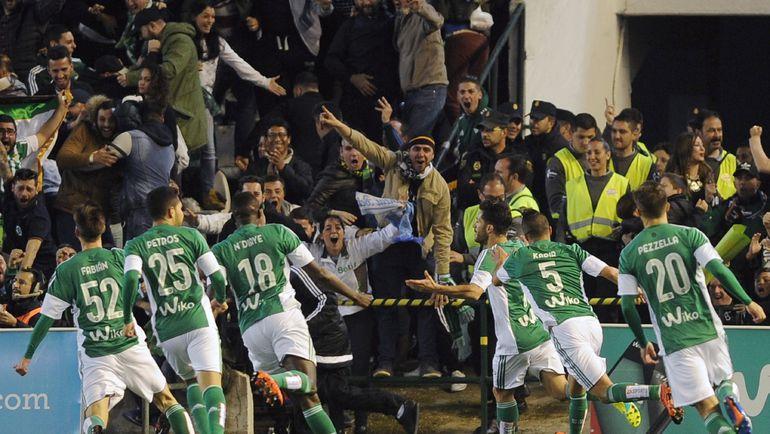 """Воскресенье. Севилья. """"Бетис"""" – """"Реал"""" – 1:1. Игроки """"Бетиса"""" празднуют гол в ворота """"Реала"""". Фото AFP"""