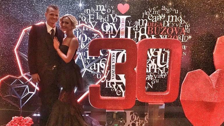Дмитрий ТАРАСОВ на юбилее своей супруги - Ольги БУЗОВОЙ. Фото instagram.com/tarasov23/