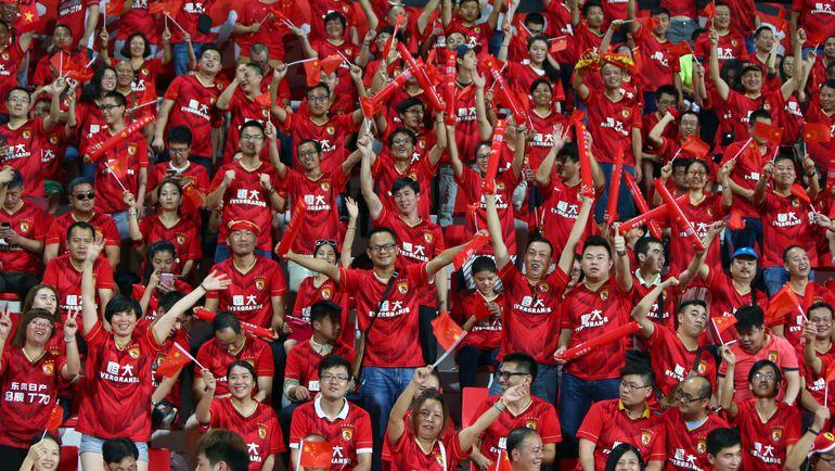 Футбол становится популярным видом спорта в самой большой по численности населения стране. Фото REUTERS
